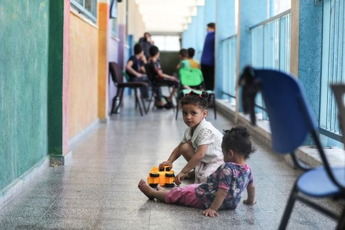 Gazze'de enkaz üstünde hayat devam ediyor!