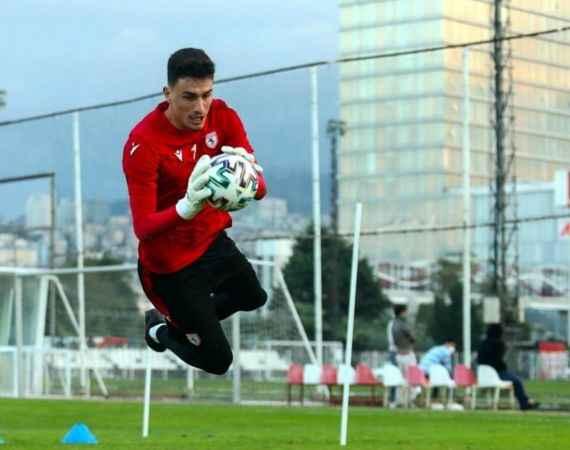 Türkiye'nin en az gol yiyen kalecisiydi, bu sezon 33 gol yedi
