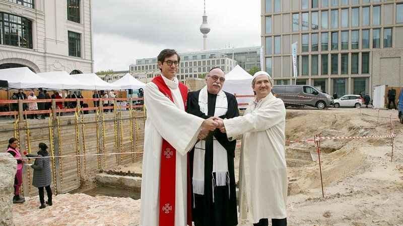 """Almanya'da skandal!  """"House of One"""" (Bir Ev) projesinin temeli atıldı"""
