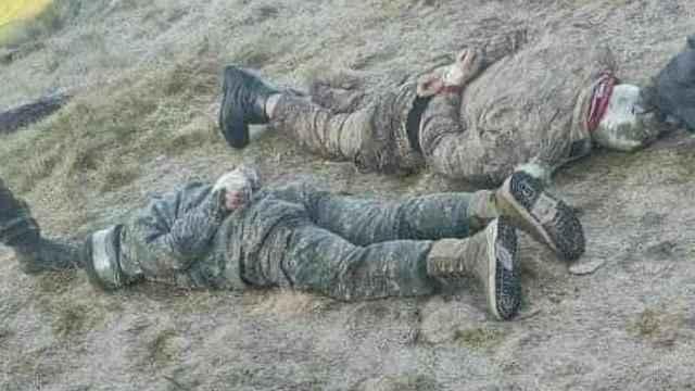 Azerbaycan altı Ermeni askerini esir aldı!