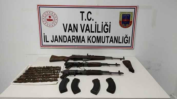 İpekyolu'nda PKK'ya darbe... Çok sayıda silah ele geçirildi