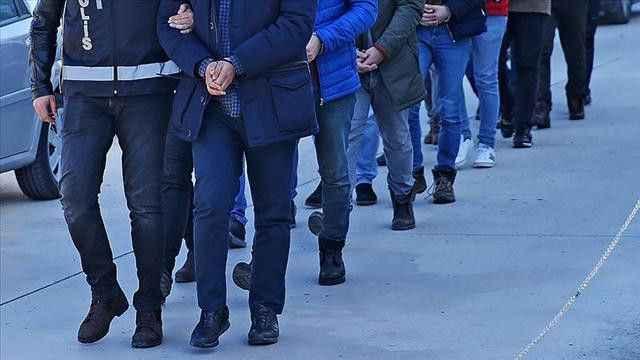 İzmir'de rüşvet operasyonu: Çok sayıda kişiye gözaltı yapıldı
