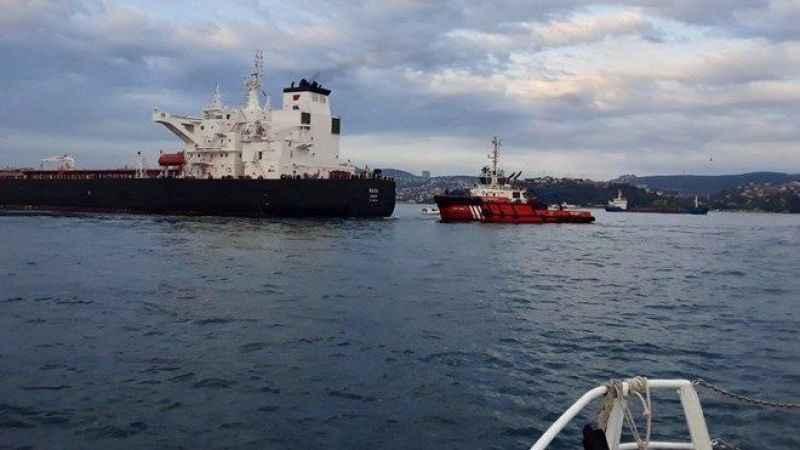 İstanbul Boğazı'nda endişe: petrol taşıyan tanker, kıyıya sürüklendi!