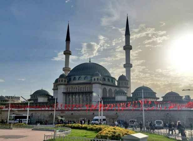 Taksim'deki cami ibadete açıldı