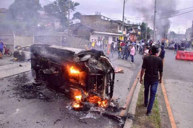 Kolombiya'da sokaklar karıştı! 61 kişi öldü