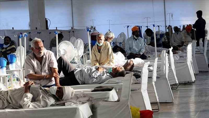 Hindistan'da salgında son 24 saatte 3 bin 128 kişi öldü