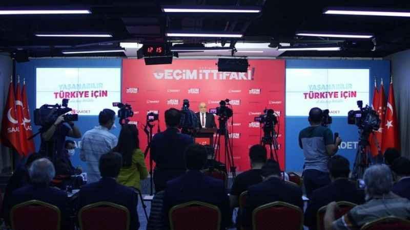 Temel Karamollaoğlu, basın toplantısında konuşuyor