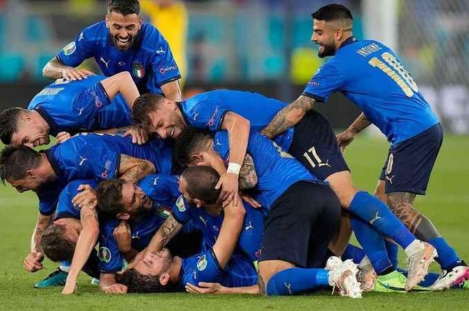 EURO 2020: İtalya, gruptan çıkmayı garantiledi!