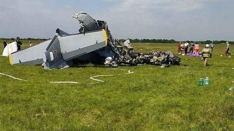 Rusya'da paraşütçüleri taşıyan uçak düştü: Ölü ve yaralılar var