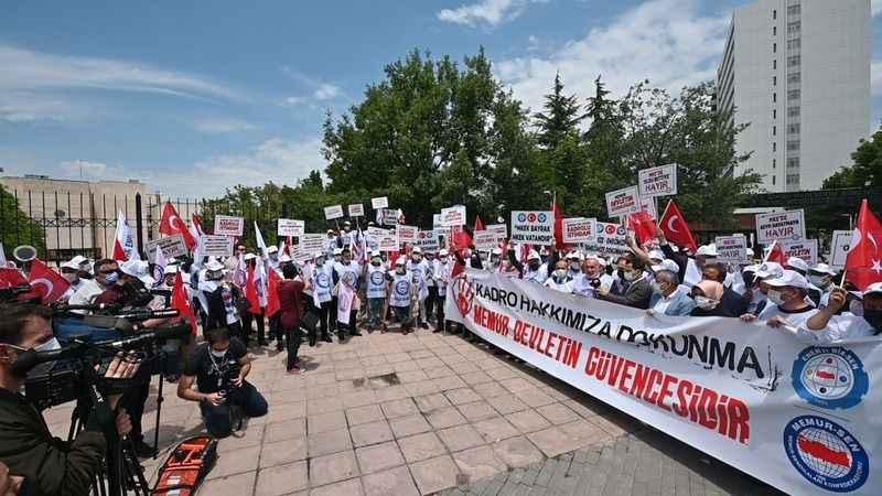 MKE'deki oltubitti protesto edildi
