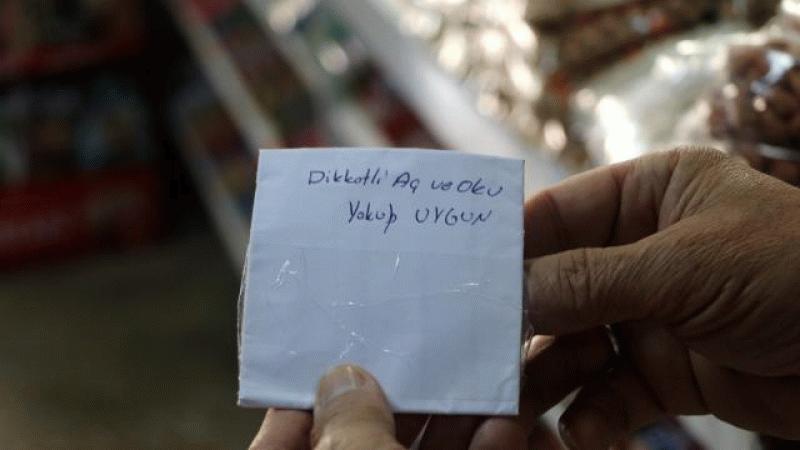 8 yıl önce hırsızlık yapan şahıs market sahibine para ile not bıraktı