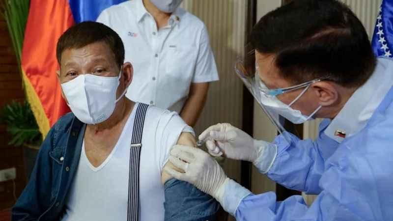 Filipinler Başkanı, Kovid-19 aşısı olmayanları hapisle tehdit etti!