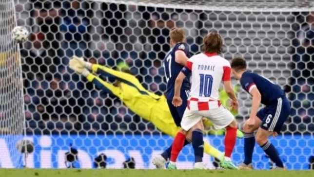 Modric bir döneme damga vurdu! Hem en genç hem en yaşlı gol atan