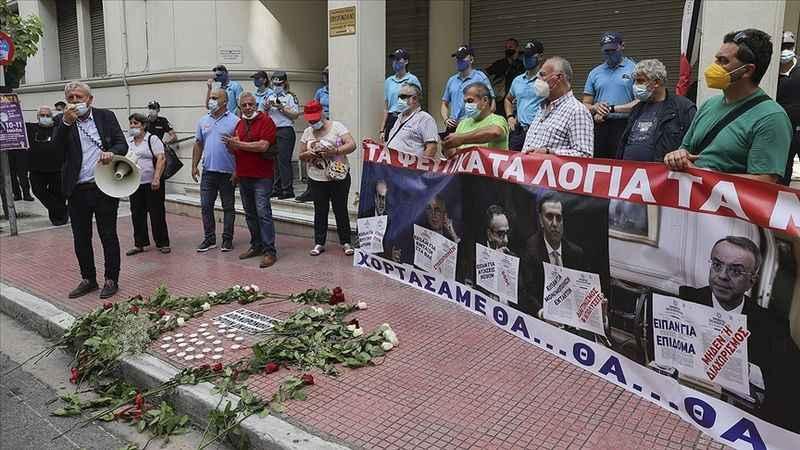 Yunanistan'da sağlık krizi! Sağlık çalışanları bakanlığa yürüdü!