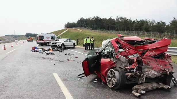 Kaza yapanlara yardım için indi feci şekilde can verdi