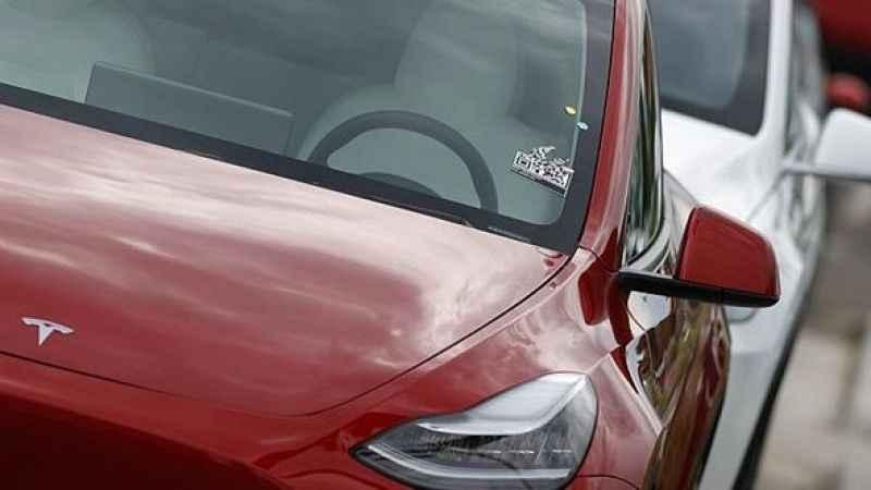 Tesla 285 bin aracını geri çağırıyor