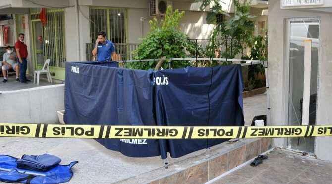 Sıcaktan bunalıp sokaktaki bir binanın önünde dinlenen kişi vefat etti