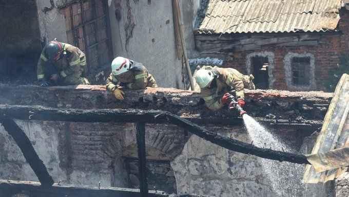 İstanbul'da iş yeri yangını: Üç iş yerine sıçradı
