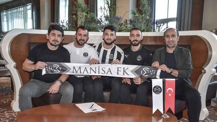 Manisa FK'da 2 oyuncusuyla yollarını ayırdı