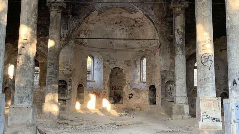 Tarihi kilise bakımsızlıktan harabeye döndü!