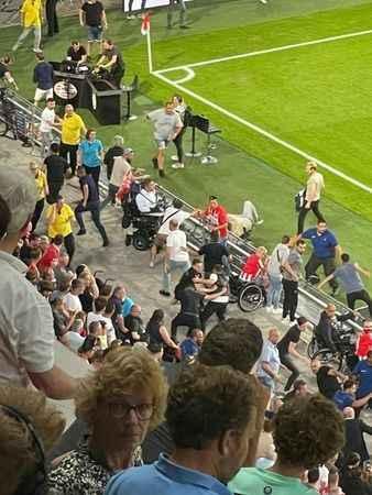 PSV - Galatasaray maçında gerginlik! GS taraftarına saldırdılar