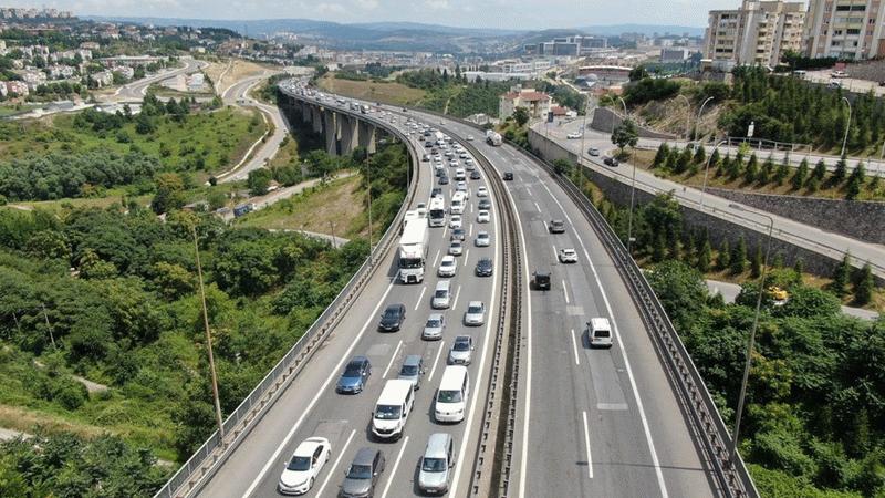 TEM Otoyolu'nda zincirleme trafik kazası: Uzun araç kuyruğu oluştu