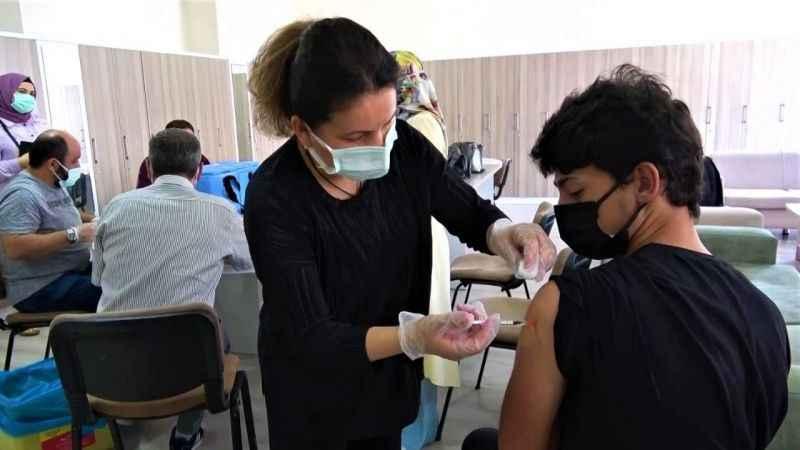 Aşı olan gençlere tablet ya da bisiklet dağıtılacak!