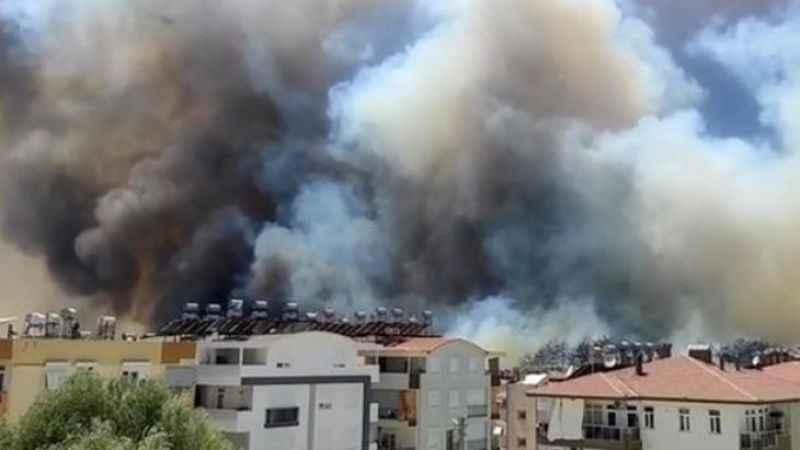 """Manavgat'ta korkutan yangın: """"Görülmemiş bir şey, çok üzücü"""""""
