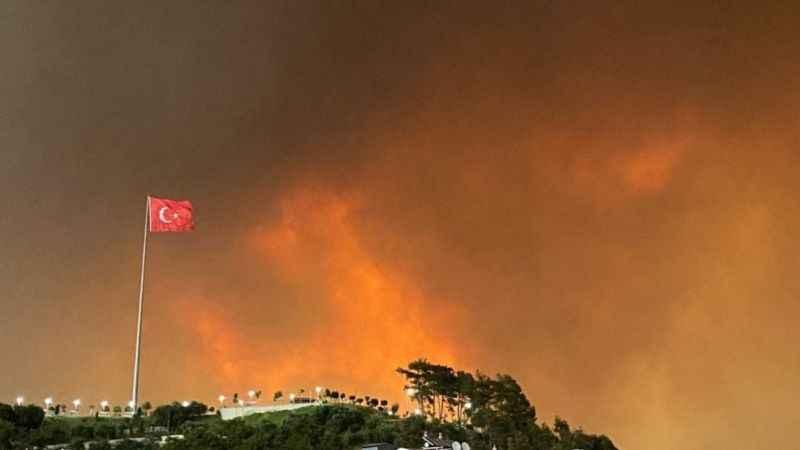 Azerbaycan'dan Türkiye'ye destek! Yangın için ekip gönderecek