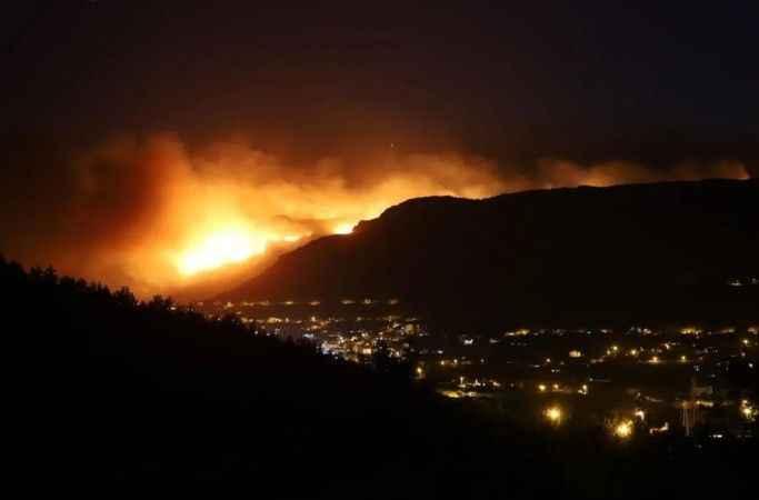 Üç ilde yangınla mücadele: Bodrum'da evler boşaltılıyor
