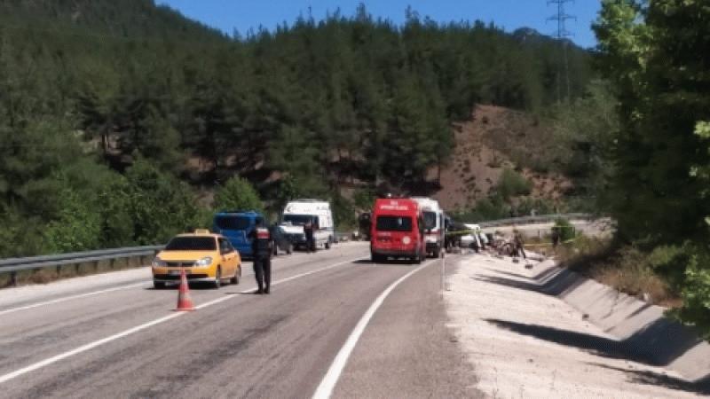 Düğüne gitmek için çıktıkları yolda kaza yaptılar: 5 ölü!
