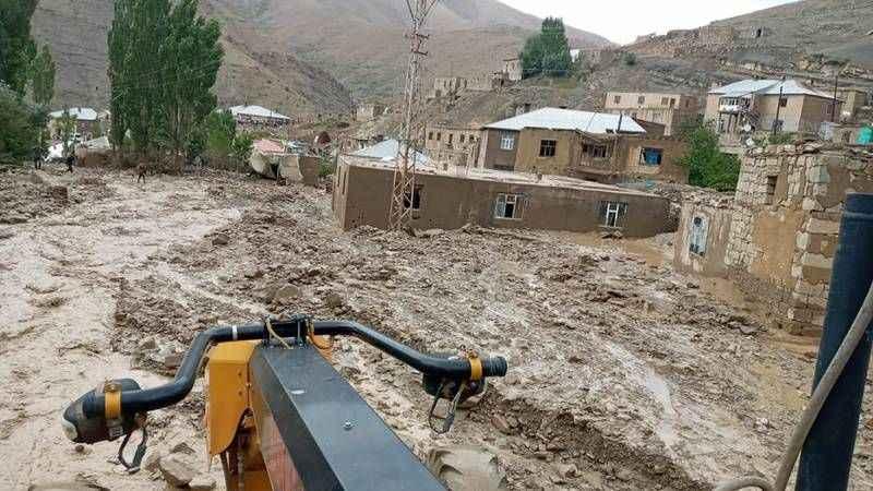 Van'da sel felaketi: 6 ev yıkıldı, 30 evde hasar oluştu