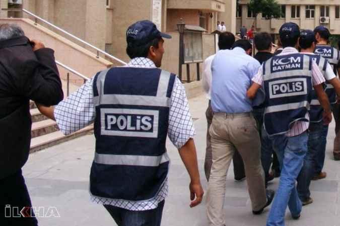 Tefecilere şafak vakti operasyTefecilere şafak vakti operasyon: 17 kişi gözaltındaon: 17 kişi gözaltında