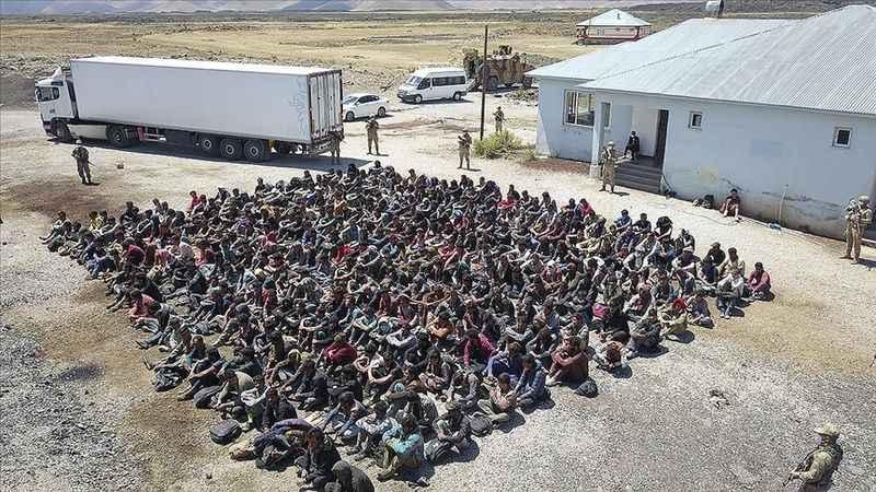 Van'da durdurulan TIR'dan 300 göçmen çıktı!