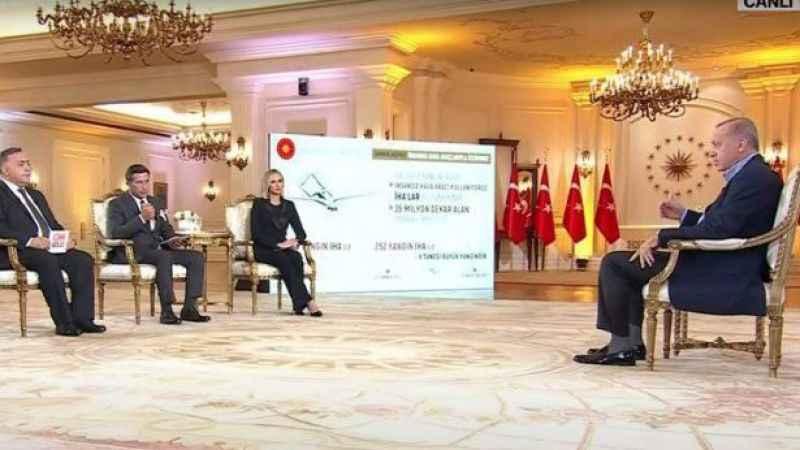 Erdoğan'ın canlı yayındaki promter ve suflesine tepki