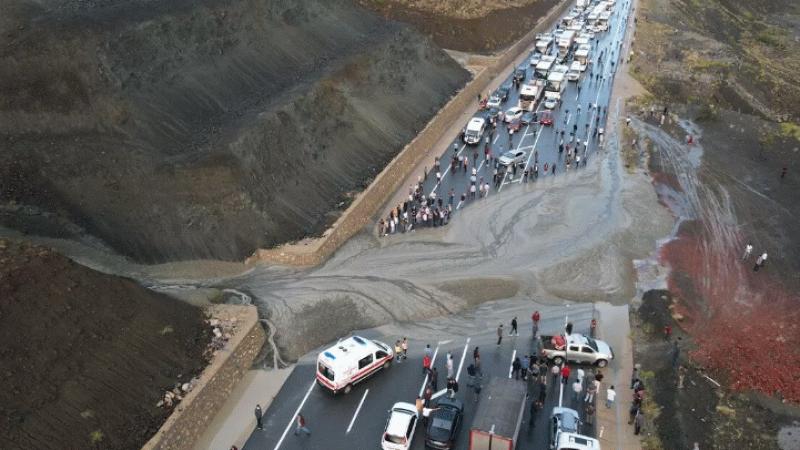 Erzincan-Sivas karayolunda heyelan!
