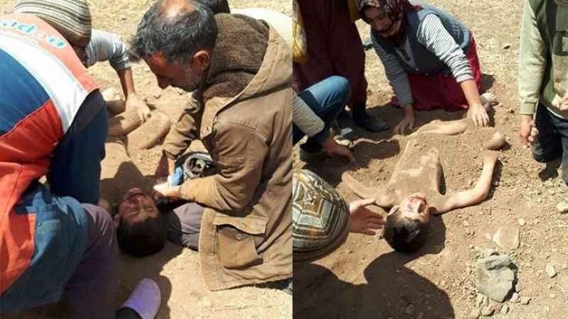 Küçük Mert'i toprağa gömüp, sağlık ekibini beklediler
