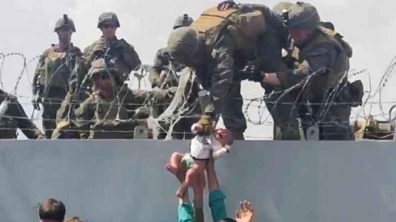 Afgan aile ABD askerlerin vermişti! O bebeğe ne oldu?