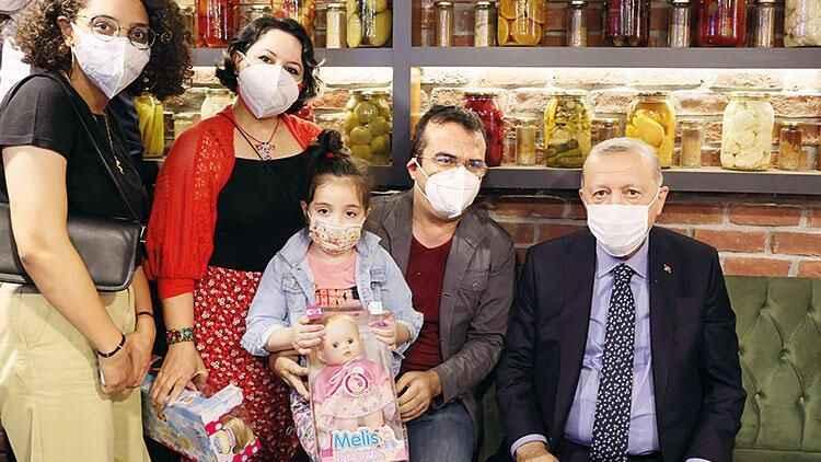 Erdoğan'ın çocuklarla fotoğraf mesaisi