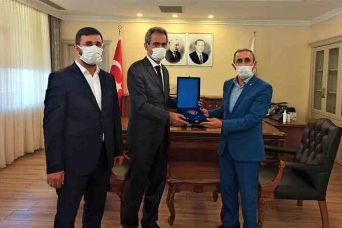 """HÜDA PAR'dan yeni bakan Mahmut Özer'e """"hayırlı olsun"""" ziyareti!"""