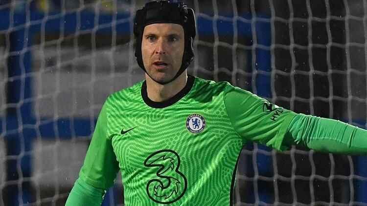 Futbolu bırakan Petr Cech sahalara geri döndü!