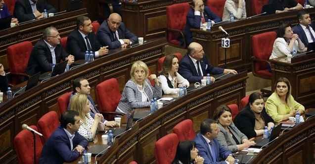 Yine Ermenistan Parlamentosu yine kavga