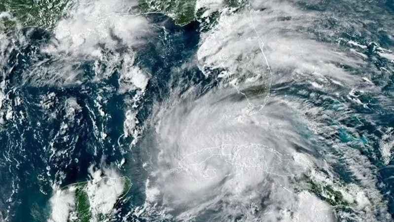 """Ida Kasırgası nedeniyle """"acil durum"""" ilan edildi"""