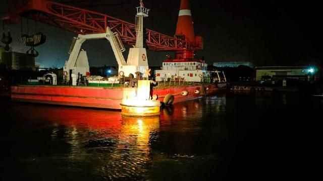 Denizde sürüklenen şamandıra Tuzla Limanı'na çekildi