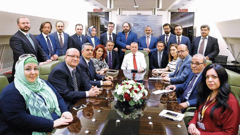 """Erdoğan uçakta hangi gazeteciye """"uyanık ya"""" dedi"""