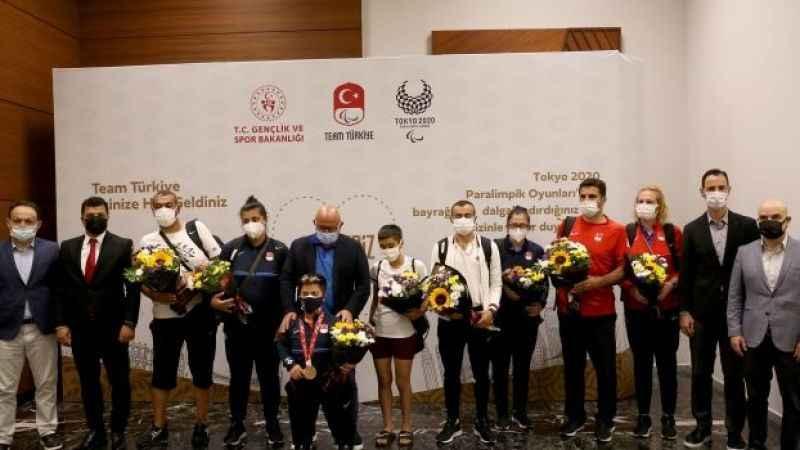 Tokyo'da yarışmaları sona eren sporcularımız yurda döndü