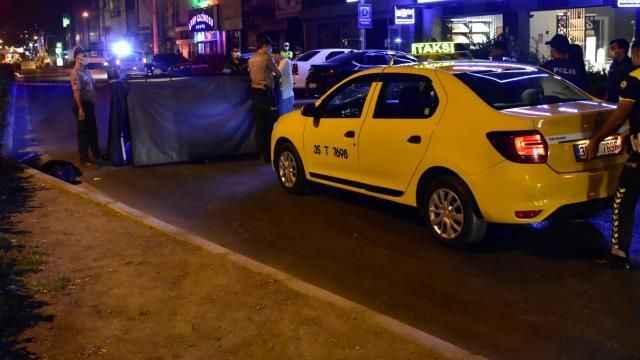 Yolun karşısına geçen yayaya taksi çarptı