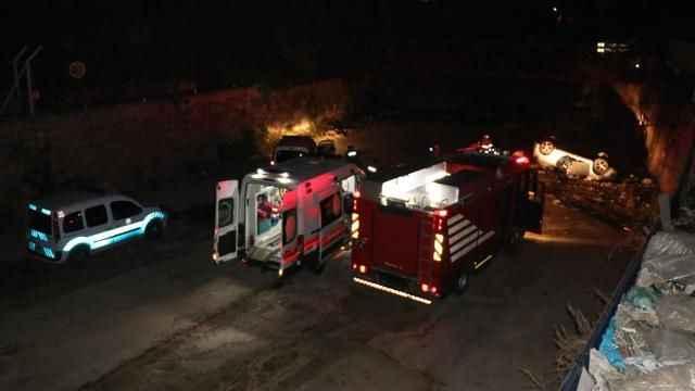 İzmir'de otomobil dereye düştü: 1'i ağır 4 yaralı