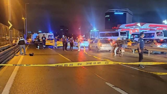Motosiklet metrobüs bariyerine çarptı: 2 ölü