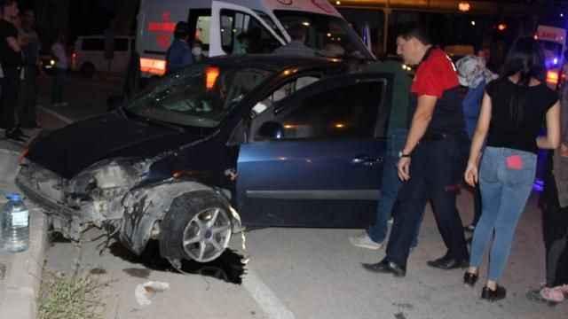 Afyonkarahisar'da feci kaza! İki otomobil çarpıştı: 5 yaralı